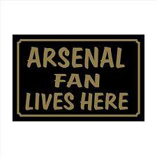 Arsenale FAN Lives Here 160x105mm plastica segno / Adesivo-House, Calcio