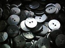 Grandes de 20 mm negro Shell efecto Talla 32l Calidad 2 agujero Botones tamaños de envase (Bb39)