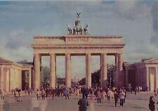 Wackelkarte: Brandenburger Tor in Berlin bei Tag und bei Nacht