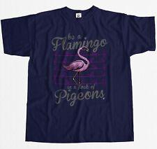 Ser un Flamingo en una bandada de palomas alto rosa para hombre Camiseta