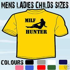 MILF HUNTER Uomo Divertente T-Shirt Tutte le Taglie e Colori