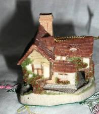 Tomfool'S Cottage Ornament David Winter