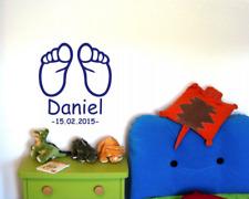 Baby Füße mit Name und Geburtsdatum Wandtattoo  25 Farben 8 Größen