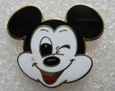Pin's Disney Tete de Mickey Mouse Souris Fait un Clin d'oeil  #C5