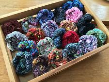 Hand Knitted Ruban Fil Fleur Broche Corsage: beaucoup de couleurs, par Tricot nature
