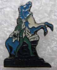Pin's  Animal Un Cheval Bleu avec un homme CPAM 78 #B1