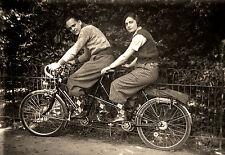 Jeune couple à vélo tandem cyclorandonnée Retirage Photo ancienne repro an. 1930
