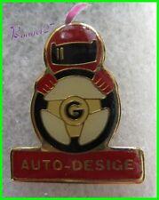 Pin's Auto Desige Homme avec volant et casque de Moto #F3