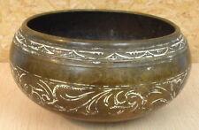 ANCIEN BASSIN TÂS en bronze ciselé à décor de rinceaux.ORIENTALIST ANTIQUE ISLAM