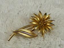 Pin (B2) Goldtone Flower