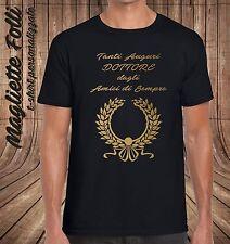 T shirt Idea regalo Laurea Dottore Maglietta Ragazzo uomo Dagli Amici di sempre