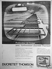PUBLICITÉ DUCRETET THOMSON TÉLÉVISEUR EN ORTHOVISION PROFONDEUR DE L'IMAGE