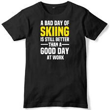Mal día de esquí aún es mejor que un buen día en el trabajo para hombres Camiseta