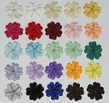 3x Satin perlé Fleurs à coudre Embellissements Disponible 15