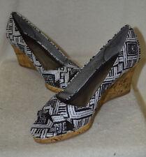 LifeStride Women's Rogue Black/White Print Canvas Wedge Pump Shoes-Assorted Size