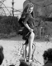 STACY FERGUSON HIKING UP SKIRT SHOWING LEG PHOTO OR POSTER