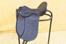 Black & Brown Dressage Baumloser Sattel mit attraktivem Carving & Tooling
