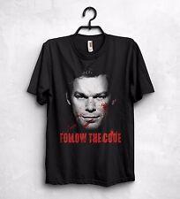 Seguire il codice T Shirt Top Dexter SERIAL KILLER spettacolo televisivo REGALO crimine MISTERO