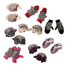 Paire de Moufles tricotees de la couleur rose d'hiver du motif de herisson carto