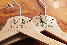 Cinque incisa personalizzata Abito da sposa hanger in legno o bianco-CUORI