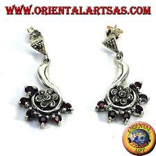 Orecchini d'argento con un fiore di  marcasiti contornato di granato