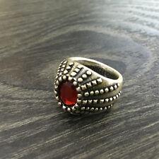 Anillo Pietro Ferrante puntos con piedra ovalados rojo