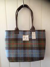 Tweed bag 41 x 28 x 12 cm. Choice blue/red.Inside zipped pocket