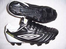 Chaussures de Foot neuves Umbro Météor pointure 39 coloris noir