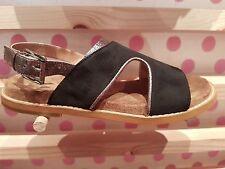 VANESSA WU été 2017 : sandales plates liseré argent neuves, étiquetées prix 49€