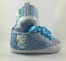 Personalizzato realizzato a mano Baby Blu Hello Kitty Lettino Scarpe Romany Reborn Bling