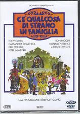 C' E' QUALCOSA DI STRANO IN FAMIGLIA - DVD ( NUOVO SIGILLATO )