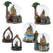 Schneekugel zu Weihnachten mit Krippe und Hl. Familie Maria, Josef und Jesuskind