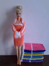 Hand Knitted Muñecas Barbie/Sindy Vestido, Bolero Muff y collar en 8 colores.
