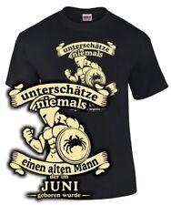 Fun T-Shirt Sternzeichen KREBS UNTERSCHÄTZE NIE ALTEN MANN GEBOREN IM JUNI