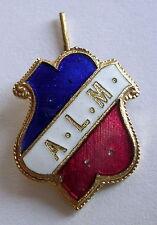 """Ancien insigne plaque émaillée  """" A.L.M """" à définir, 21 x 16 mm."""