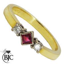 BJC 18ct oro giallo rubino e diamante trilogy misura O fidanzamento abito anello