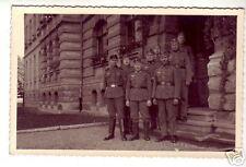AK--2.Weltkrieg-Soldatengruppe vor Haus-