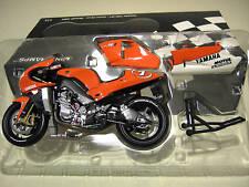 MOTO GP YAMAHA YZR-M1 CHECA 2002 # 7 1/12 Minichamps 122026307 voiture miniature