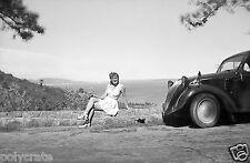 Jeune femme Villefranche sur Mer Voiture ancienne Simca 5 -  Tirage photo ancien