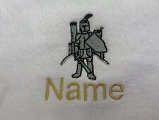 KNIGHT et Nom de choix design brodé sur Serviettes, Peignoir De Bain, à capuchon