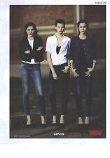 PUBLICITE ADVERTISING   2011  LEVI'S CURVE ID  jeans vestes pour les filles