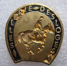 Pin's Sellerie des Loges Dorée cheval cavalier #900