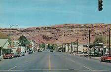 Street Scene, Moab, Utah, Old Cars, Trading Post etc., Traffic Light -- Postcard