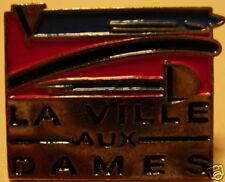 la Ville aux Dames - French Hat Lapel Pin HP5632