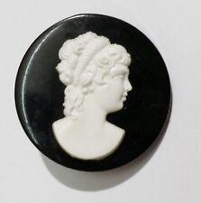 broche bijou vintage ronde camée buste femme résine noir blanc en relief 2939