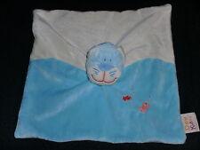 doudou plat chat bleu brodé poisson DOUKIDOU DOU KIDOU