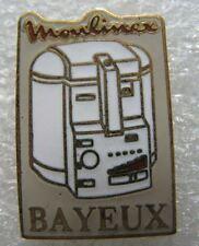Pin's Machine à Café Friteuse  MOULINEX ville de BAYEUX   #E3