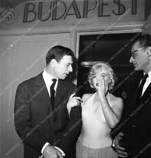 8b03-020 news photo Marilyn Monroe Arthur Miller candid Hollywood 8b03-020