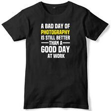 Mal día de fotografía es aún mejor un buen día en el trabajo para hombres Camiseta