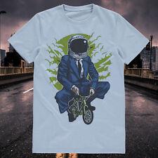 Commuter Cycliste, vélo de Route, Vélo astronaught dans un Costume T-Shirt-Tee